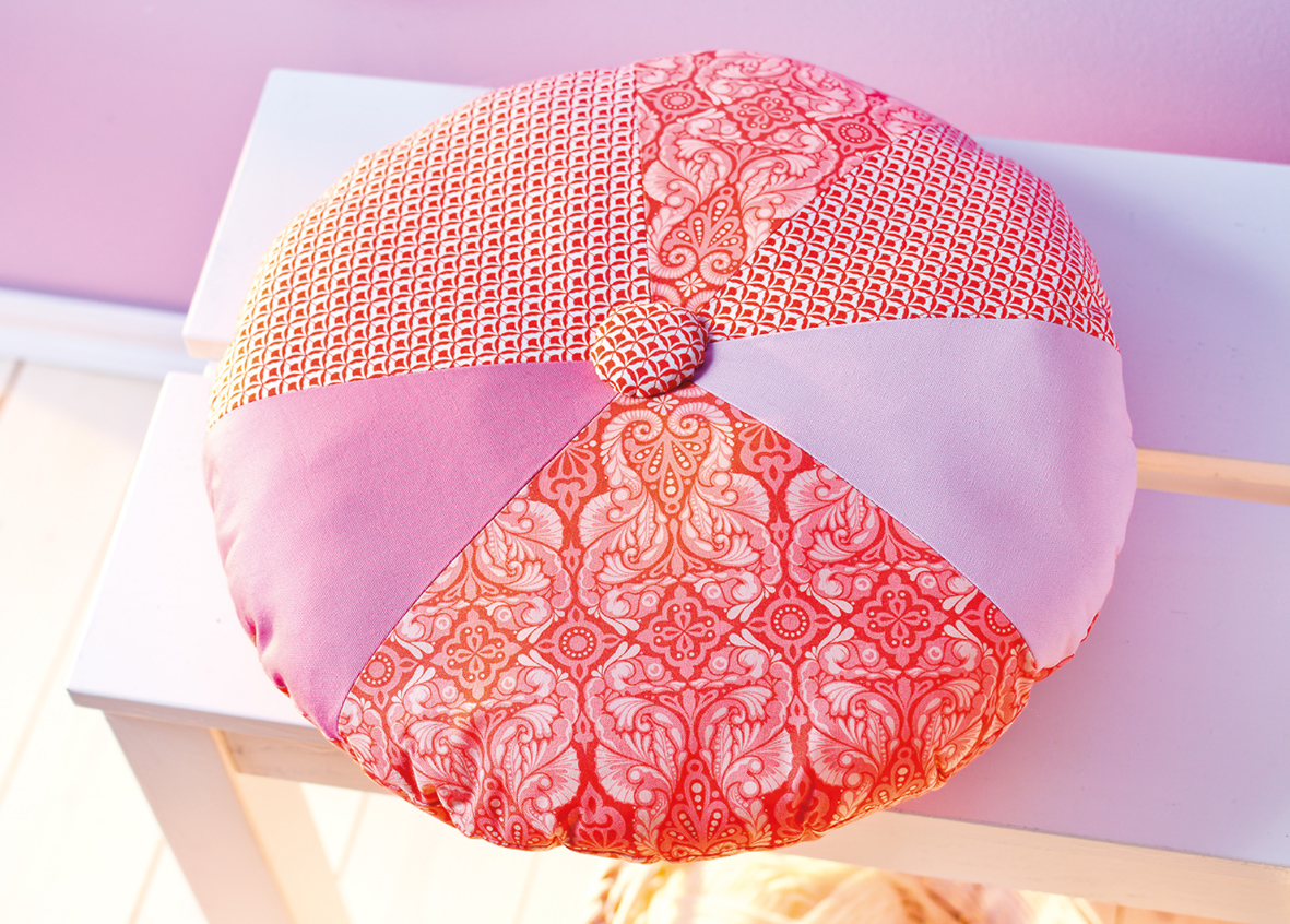 runde kissen modernes haus. Black Bedroom Furniture Sets. Home Design Ideas