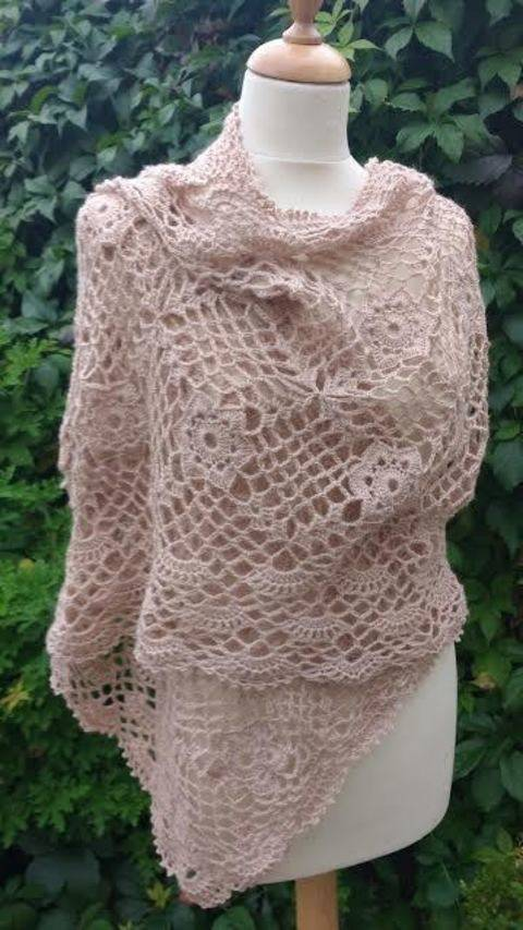 Download Lacy Crochet Wrap Pattern immediately at Makerist