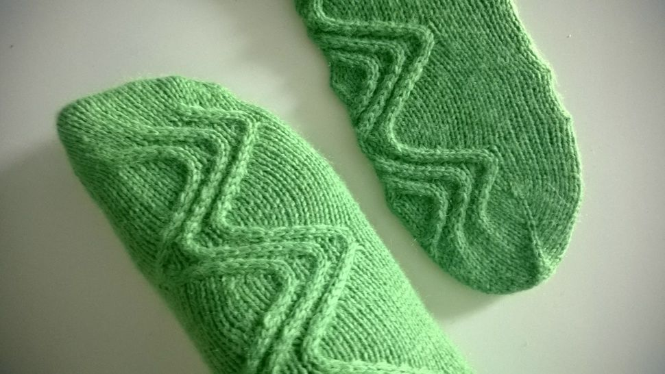 Download Run You Clever Boy! Doctor Who inspired Socks - Knitting Patterns immediately at Makerist