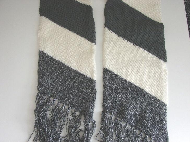 Download Striped slanted scarf - crochet pattern - Crochet Patterns immediately at Makerist