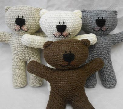 Download Teddy Bear easy knit Pattern suitable for beginner knitters with illustrated instructions by Wooly Crew. Ideal learn to knit pattern - Knitting Patterns immediately at Makerist