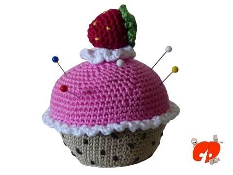 Häkelanleitung (026): Erdbeer-Muffin Nadelkissen bei Makerist sofort runterladen