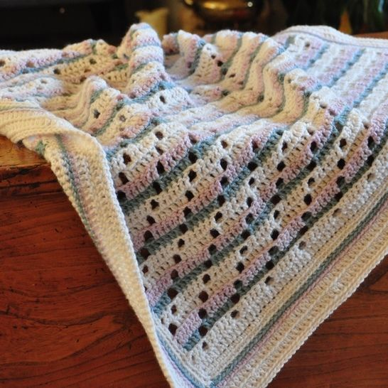 Download Soft Steps Baby Blanket - Crochet Pattern - Crochet Patterns immediately at Makerist