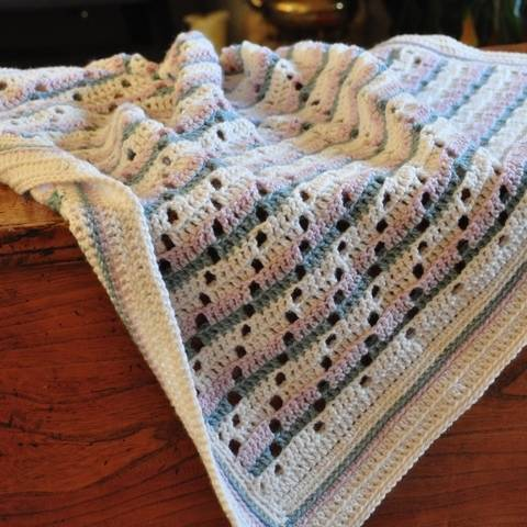 Download Soft Steps Baby Blanket - Crochet Pattern immediately at Makerist