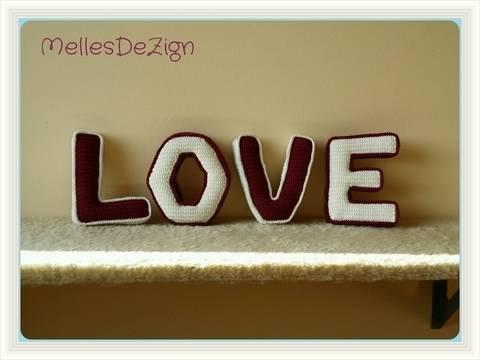 Häkelanleitung 3D Buchstaben LOVE bei Makerist sofort runterladen
