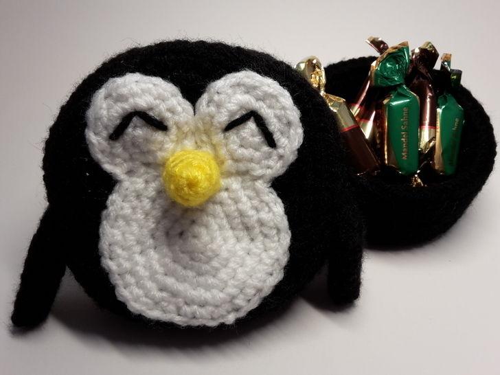 Pinguin Geschenkschachtel / Größe M – Häkelanleitung   - Häkelanleitungen bei Makerist sofort runterladen