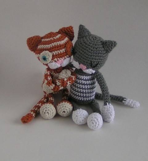 Download Cat Carlo and Carlita crochet pattern immediately at Makerist