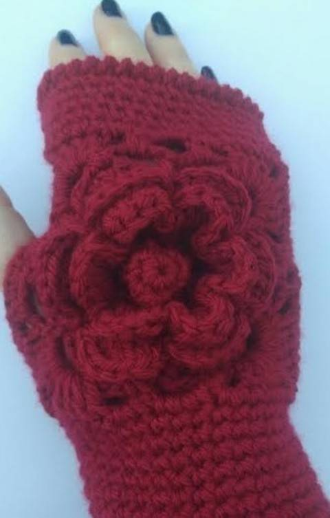 Download Rose Wrist Warmers immediately at Makerist