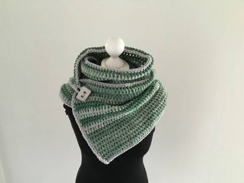 Download Crochet Pattern for a Button Scarf  immediately at Makerist