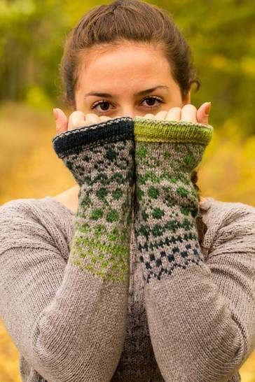 Download Color Me In - Pullover - Knitting Patterns immediately at Makerist