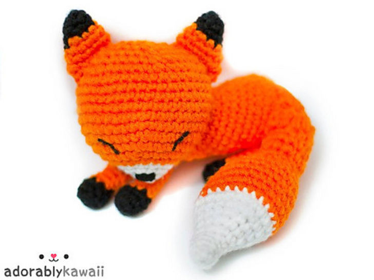 Download Sleepy Fox Amigurumi Crochet Pattern - Crochet Patterns immediately at Makerist