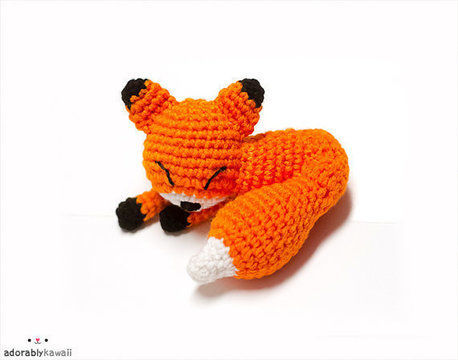 Download Mini Sleepy Fox Amigurumi Crochet Pattern - Crochet Patterns immediately at Makerist