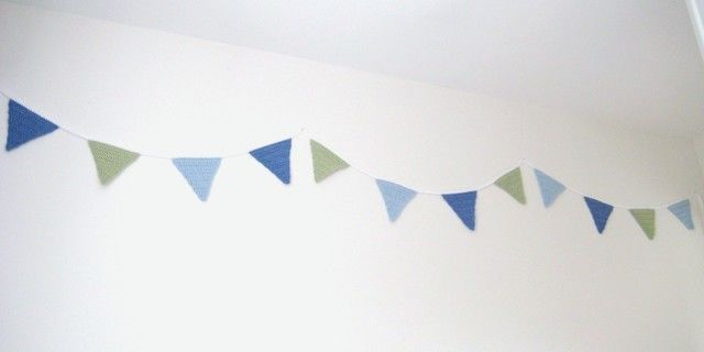Download Crochet Bunting Garland, Triangle Flags, Pattern No4, in both UK and US crochet terms - Crochet Patterns immediately at Makerist