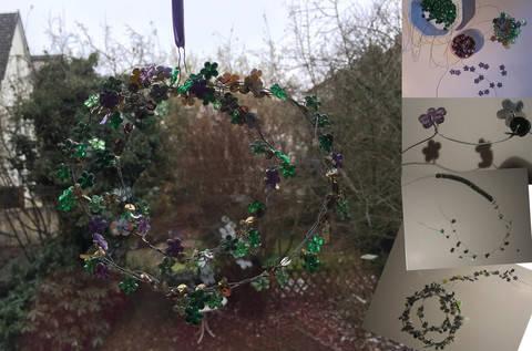 Veilchen für den Frühling: Filigraner Fensterschmuck aus Draht und Perlen bei Makerist sofort runterladen