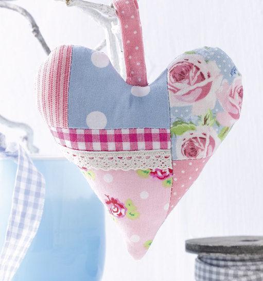 Herzanhänger Nähanleitung mit Schnittmuster - Nähanleitungen bei Makerist sofort runterladen