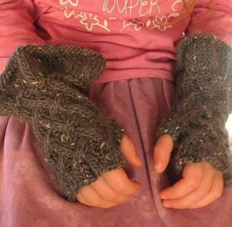 Godiel – wunderschöne Stulpen / fingerlose Handschuhe für Mädchen - Strickanleitung bei Makerist sofort runterladen