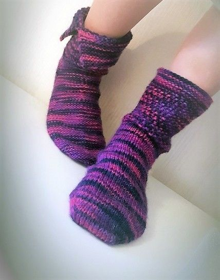 Aiden Reversible Socks Knitting Pattern For Worsted Weight Yarn