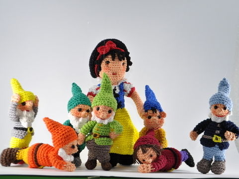 Download snow white and the seven dwarfs crochet pattern - Crochet Patterns immediately at Makerist