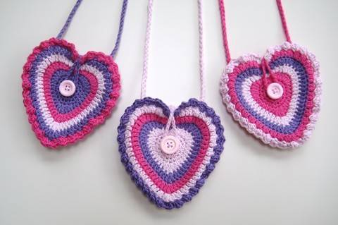 Download Crochet bag, Heart bag, Pattern No13, in both UK and US crochet terms immediately at Makerist