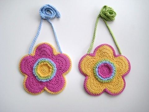 Download Crochet bag, Flower-shaped bag, Pattern No19, in both UK and US crochet terms - Crochet Patterns immediately at Makerist