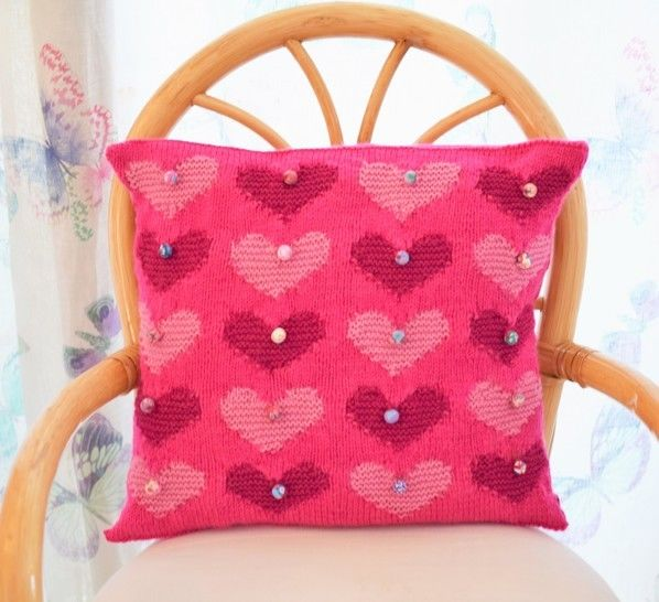 Download Romantic Heart Cushion - Knitting Patterns immediately at Makerist