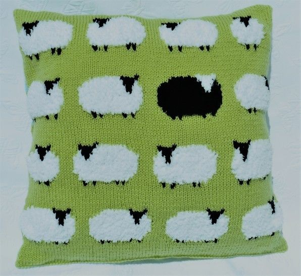 Download Flock of Sheep Cushion - Knitting Patterns immediately at Makerist