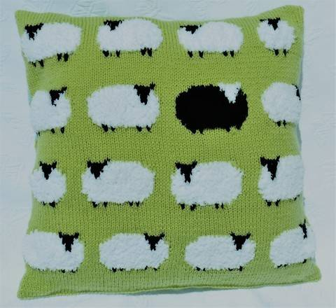 Download Flock of Sheep Cushion immediately at Makerist