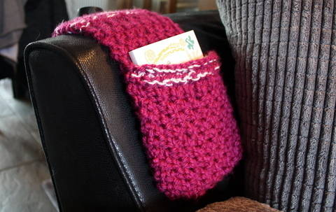 Download Pink Remote Caddy Knitting Pattern immediately at Makerist