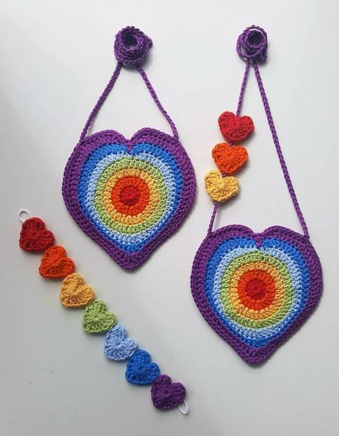 Download Crochet Bag, Rainbow Heart Handbag Mini heart bunting, patt no28, in both uk and us terms immediately at Makerist