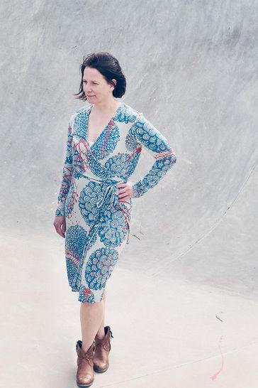 Download *...noch ein Wickelkleid, bitte* (wrap dress pattern)  sizes 34 - 46 - Sewing Patterns immediately at Makerist