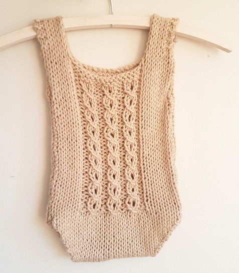 Download Baby Mock-Cable Romper (6-12 months) - Knitting Patterns immediately at Makerist