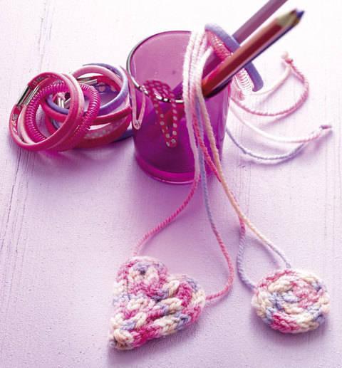 Kuschelige Kettenanhänger (Anleitung für Strickliesel) bei Makerist sofort runterladen