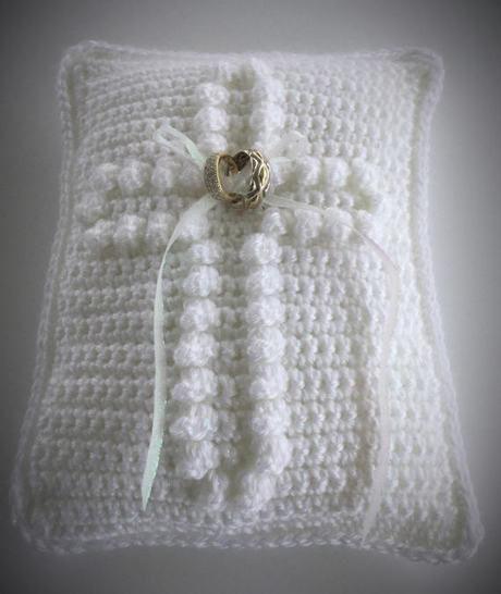 Download Wedding Ring Pillow - Crochet Patterns immediately at Makerist