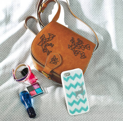 Handtasche und Smartphonehülle Stickanleitung bei Makerist sofort runterladen