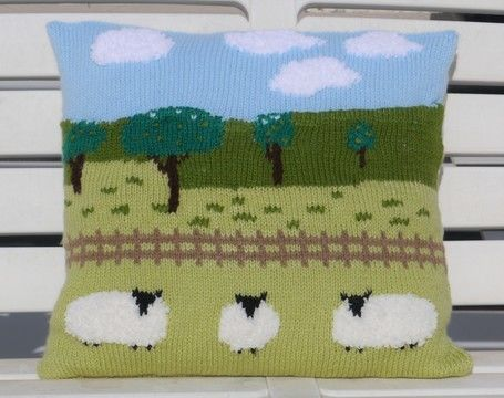 Download Sheep in the Countryside Cushion - Knitting Patterns immediately at Makerist