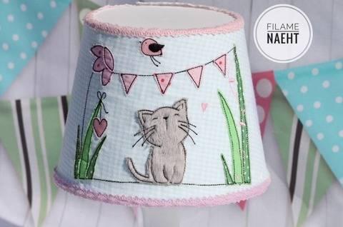 Stickdatei Doodle Katze 13x18 Wiese bei Makerist sofort runterladen