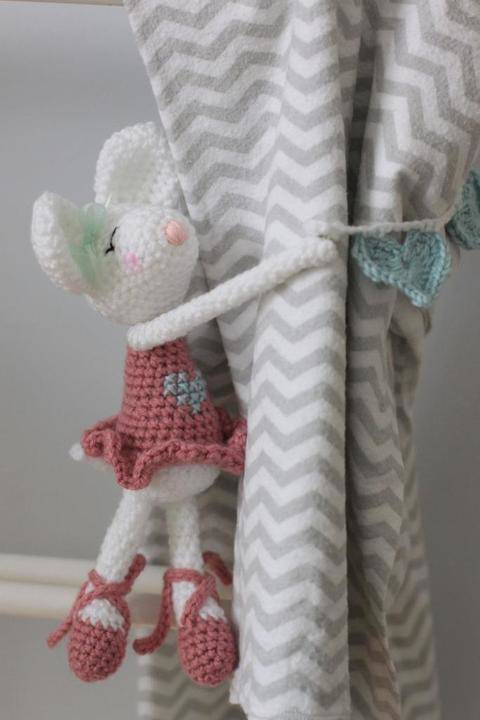 Download Ballerina mouse curtain tie back immediately at Makerist