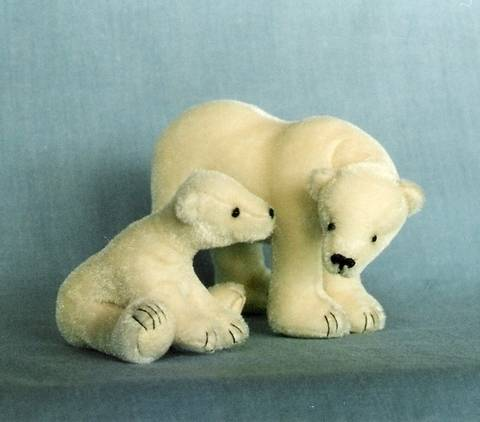Download Teddy Bear Pattern and Illustrated Instructions for Polar Mom and Cub immediately at Makerist