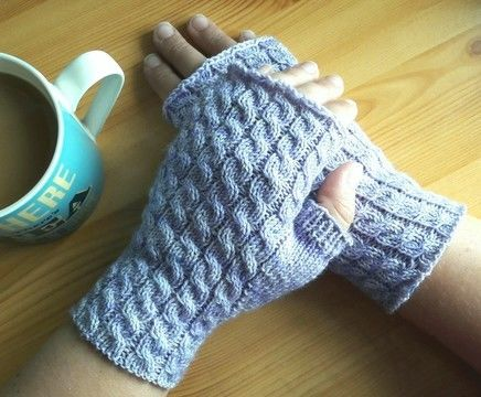 Download Autumn Twist Mitts - Knitting Patterns immediately at Makerist