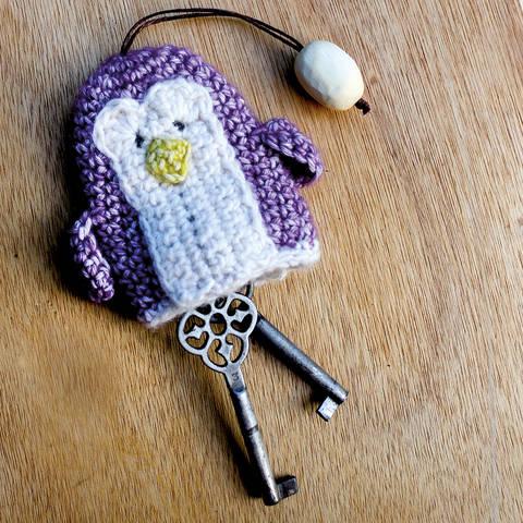 Schlüsselanhänger/Etui Pinguin - Häkelanleitung bei Makerist sofort runterladen