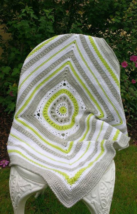 Download Lily Blanket Crochet Baby Blanket immediately at Makerist