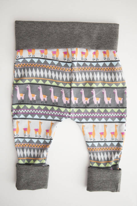 Download Grow With Me Harem Pants-Detailed Sewing Pattern immediately at Makerist