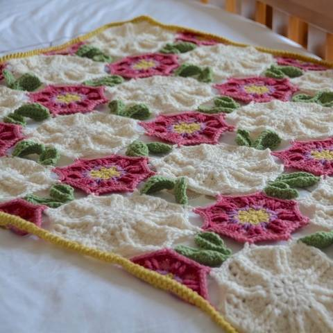 Download The Flora Quilt Crochet Blanket  immediately at Makerist