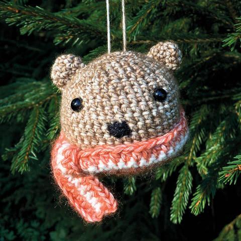 Weihnachtskugel Brownie der Bär - Häkelanleitung  bei Makerist sofort runterladen