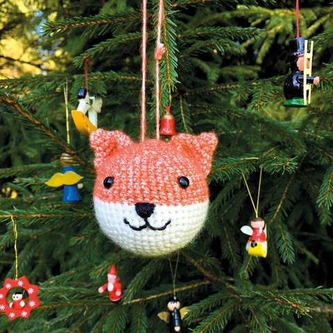 Weihnachtskugel Flo der Fuchs - Häkelanleitung  bei Makerist sofort runterladen