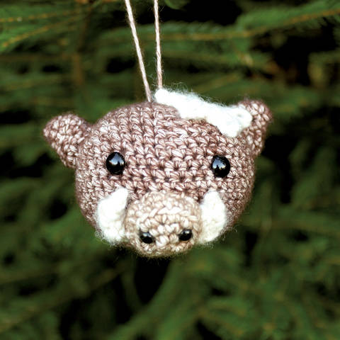Weihnachtskugel Rosi das Wildschwein - Häkelanleitung  bei Makerist sofort runterladen
