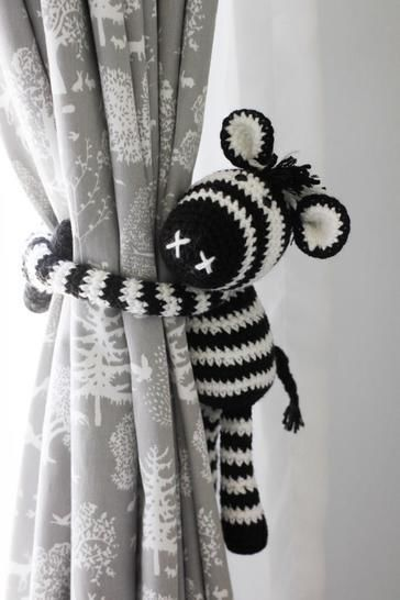 Download Thandi the Zebra curtain tie back - Crochet Patterns immediately at Makerist