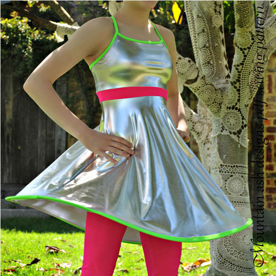 Download Stella Swing Top and Leggings Sewing Pattern in Girls Sizes 2-14 - Sewing Patterns immediately at Makerist