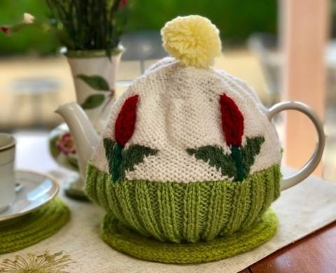 Download Tulip Tea Cosy Knitting Pattern immediately at Makerist