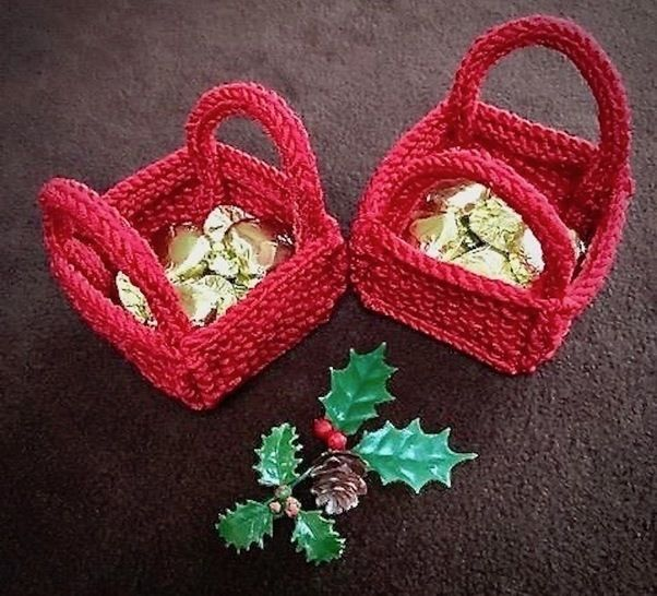 Download Christmas 'Bitsy' Basket for Favours, Sweets, Toys Knitting Pattern - Knitting Patterns immediately at Makerist